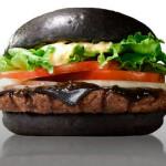 Czarny burger. Ciekawe jak smakuje?