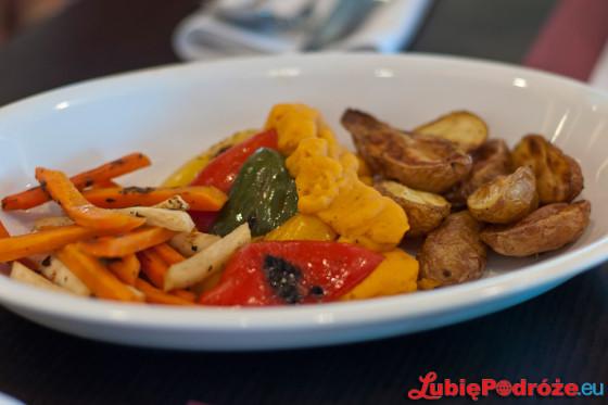 Niedzielny lunch w hotelu Hilton Warsaw / grillowane warzywa w półmisku